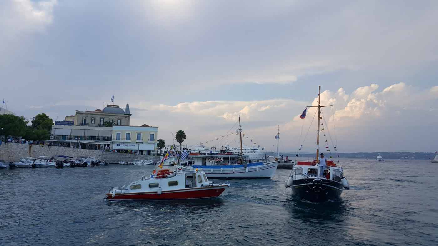 1st day Friday  :  Meeting point at Porto Heli port or at Kosta port or at Piraeus - boat trasfer - Spetses.Overnight